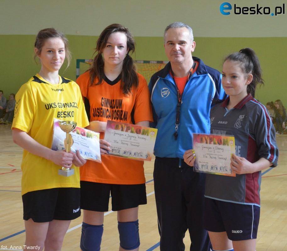 Drużyna Gimnazjum w Besku awansowała do kolejnego etapu w piłce ręcznej